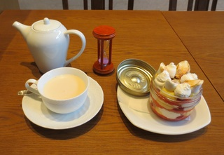 Masala chai & Zuppa inglese of Bing cherry 珈琲舎 表参道 KITTE NAGOYA